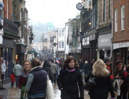 Battle-for-Christmas-Shoppers-Intensifies-in-Retail-Industry