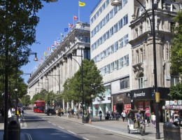 Retail-footfall-hit-by-unseasonable-September