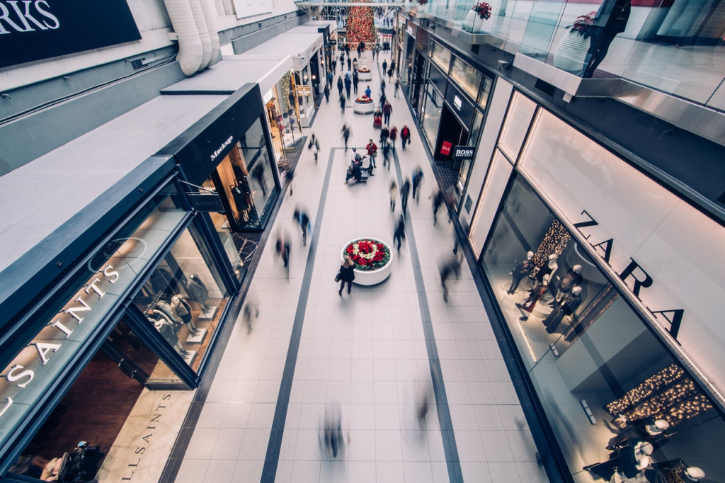 are shopping malls struggling